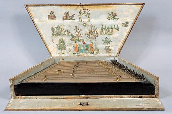 Gebart Gestione servizi Beni Culturali Museo Nazionale degli Strumenti Musicali Salterio con astuccio